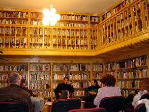 Photo: Folytatódik Lázár Bence András költő felolvasása.