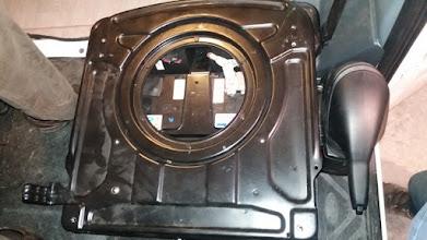 Photo: Ahora monto la base, el asiento y con esto el brico queda acabado. He tardado unas 3 horas en montarlo todo. Ahora esta auto, ya carga la batería del motor cuando el cargador que tiene, no lo hacía.