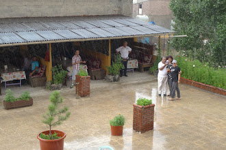 Photo: Rain, Mr Tilki and turists in the Ararat Hotel, Bazit, 2015