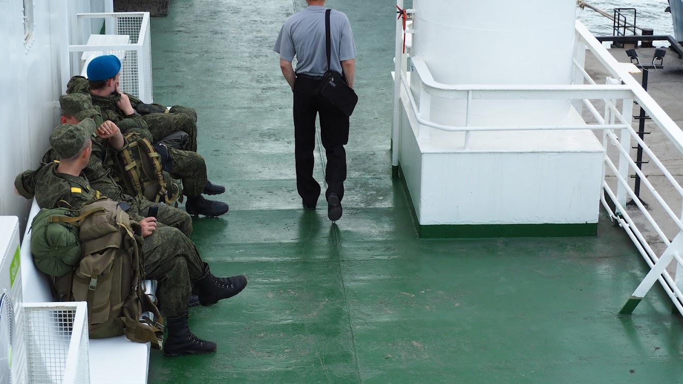 Июнь 2015 Порт Кавказ - паром солдаты