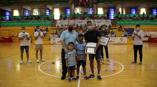 Inagroup El Ejido Futsal rinde homenaje a Bustos