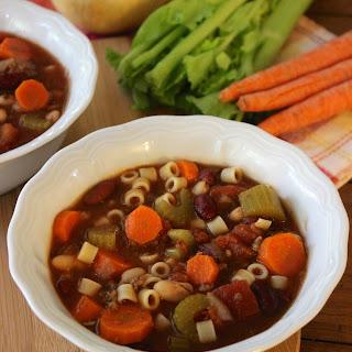 Copycat Olive Garden Pasta e Fagoli Soup.