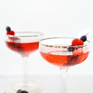 A Healthier Sparkling Elderflower Fizz Cocktail