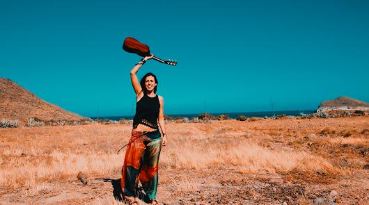 Lena Carrilero en una imagen del vídeo musical.
