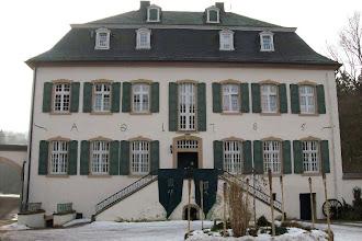 Photo: Das Haupt-Akademiegebäude.