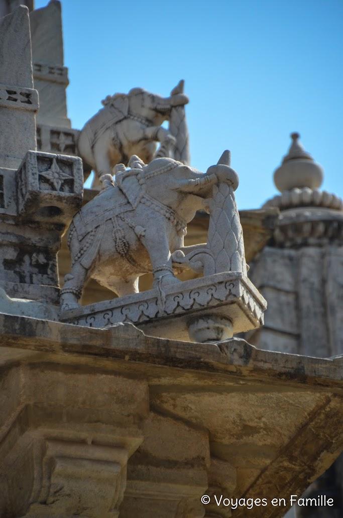 Ranakpur, détail éléphant