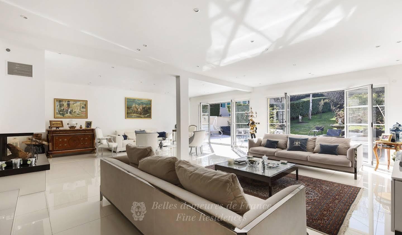 Villa with garden Rueil-Malmaison