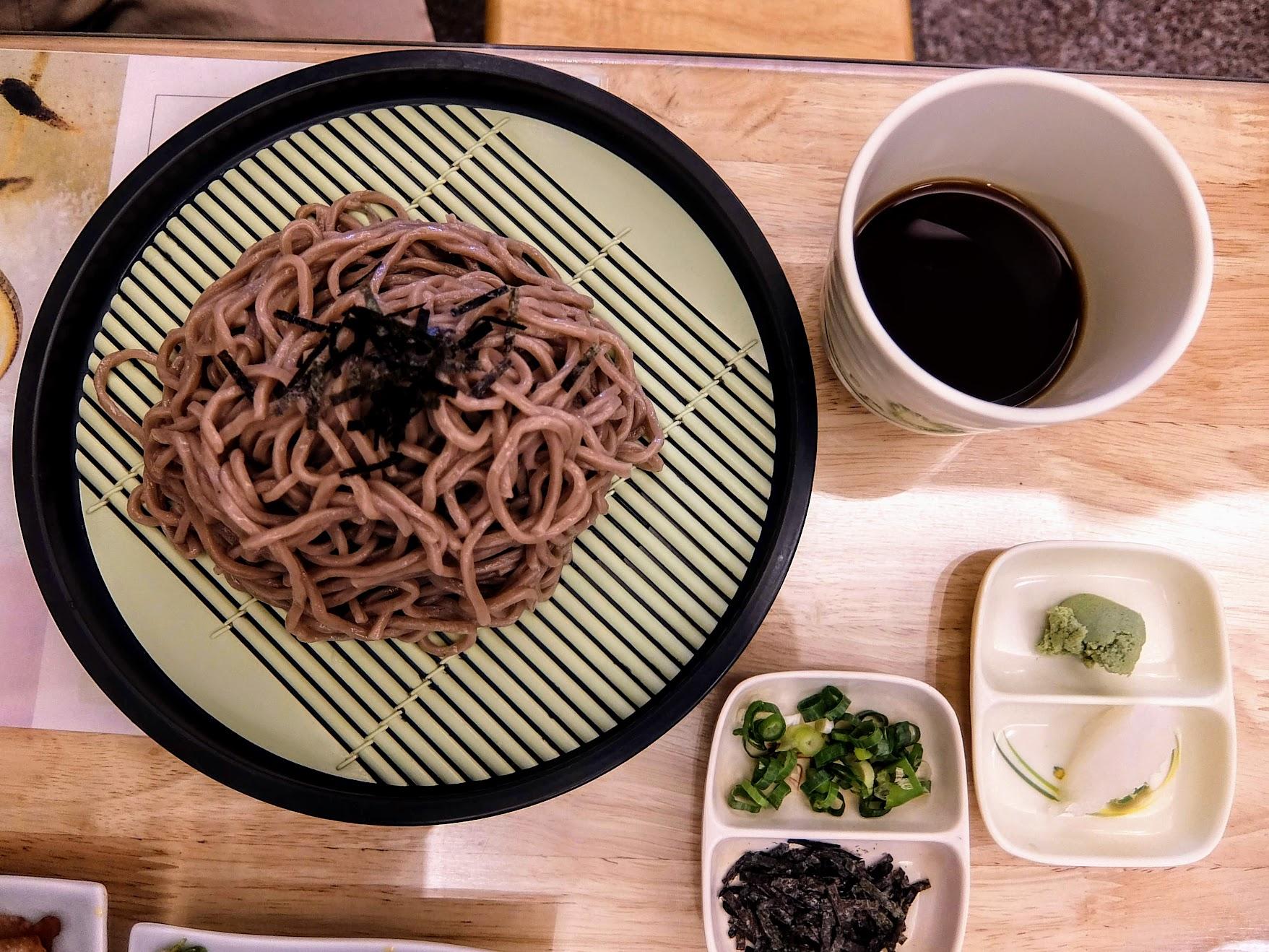 日式蕎麥麵,其實份量還蠻夠的喔
