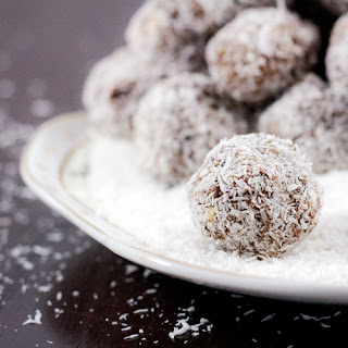 Pre or Post Workout Snack – Coconut Protein Balls.