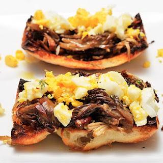 Mushroom and Crushed Egg Tapas (Tapas de Setas con Huevo).