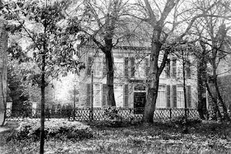 """Photo: 1925 """"Huize Mertersem"""" in dit huis aan de Haagweg heeft de fam. Vincent van Gogh gewoond. Deze Vincent was de oom van kunstschilder Vincent"""
