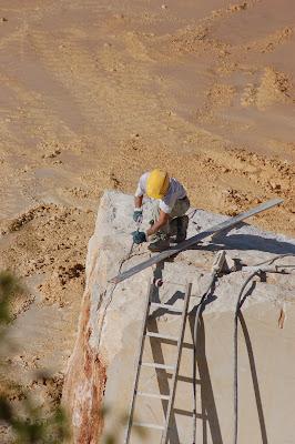 Al lavoro in cava di Ezio Franceschini