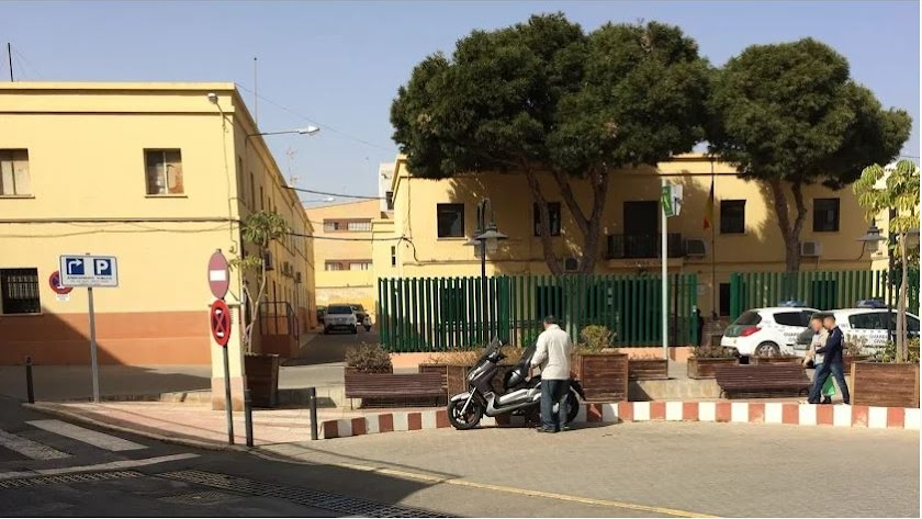 Cuartel de la Guardia Civil e Roquetas.