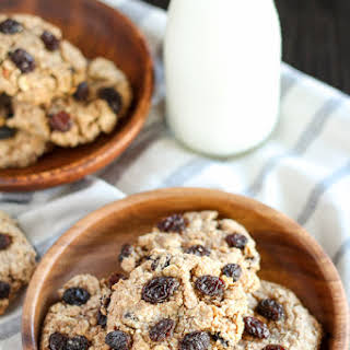 Healthy Flourless Oatmeal Raisin Cookies.
