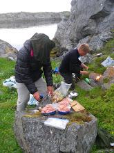 Photo: Første fellesmiddagen i regi av Richard, uten knott, Torsøy utenfor Igerøya