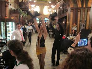 Photo: Rou4HR126-151001Bucarest, resto Caru'cu bere, danseurs professionnels IMG_8789
