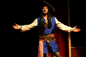 Photo: Pirata, personagem principal do espetáculo. (Narrador)
