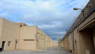 Concertinas en el interior de la cárcel de Almería