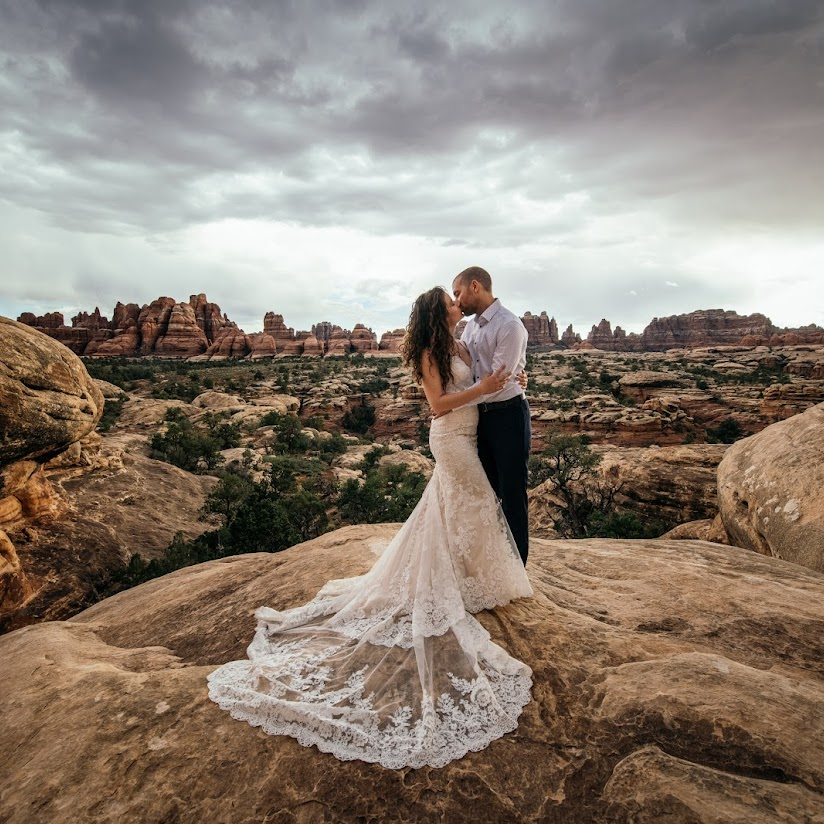 Wedding Photographers in Edmonton: 112 Prices for a Professional