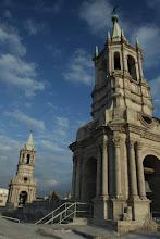 Photo: Torres de la Catedral de Arequipa desde su techo al atardecer