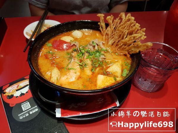 台中西區 大心新泰式麵食。濃郁卻溫和的酸辣海陸麵~~~