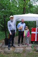 Photo: Søren Tange Rasmussen modtager blomster efter talen