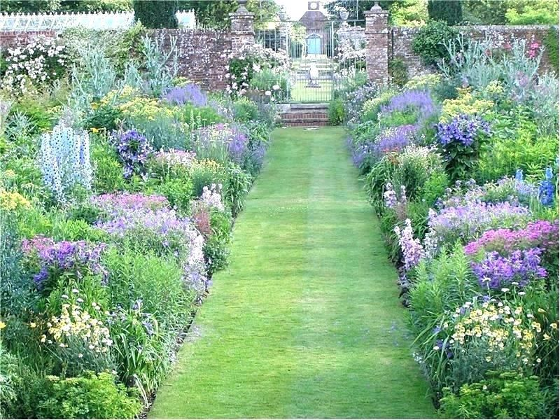 How to create a beautiful cottage garden at home with flowers like lavender, zebra grass, phlox and peonies.