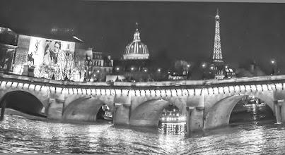 Photo: Brückenbogen in Paris