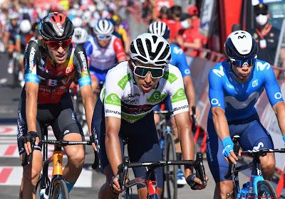 Opnieuw zware klap voor INEOS Grenadiers in Vuelta: zowel Bernal als Yates verliezen tijd op Roglic