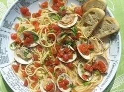 Spaghetti With Clams And Tomatoes Recipe