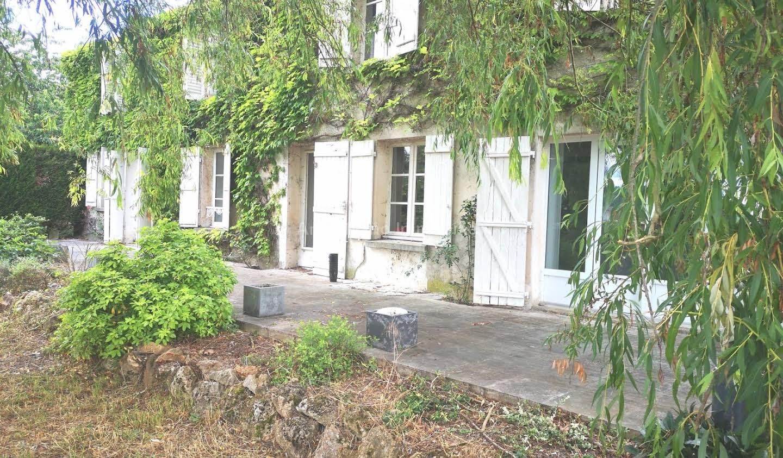 Maison avec terrasse Sablonnières