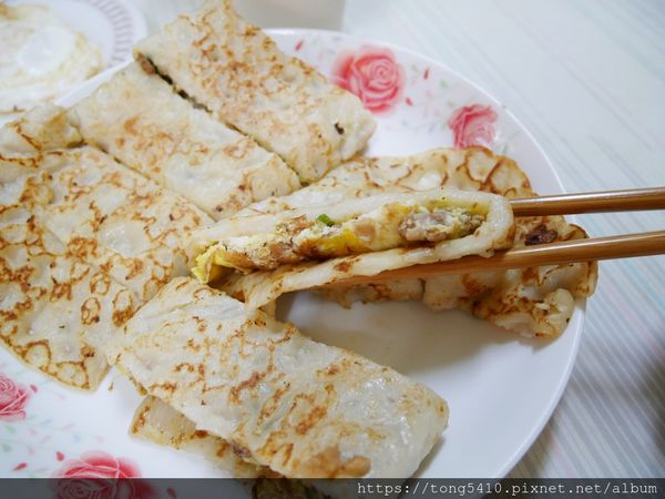 阿公阿婆蛋餅,二訪這個記憶中的傳統古早好滋味。喜歡粉漿蛋餅的人一定會愛。還有特別的瓜仔肉口味喔