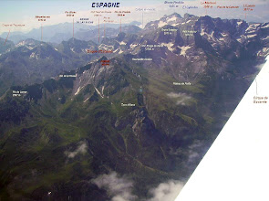 """Photo: Vision aérienne sur les versants Nord et Ouest des crêtes du Piméné 2801m, sommet """"belvédére"""" sur les cirques de Gavarnie et d'Estaubé"""