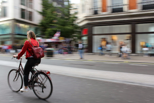 Cycling in London  di Francyfra