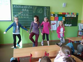 Photo: Ako to bude vyzerať na MINI PLAYBACK SHOW, ukázali našim Motýlikom piatačky Gabika, Grétka, Katka a Anežka.