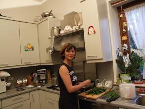 Photo: Nicht, dass ich oft dazu komme: Es macht richtig Freude, mal wieder in einer Küche hantieren zu können. [Foto: Nicola Rastelli]