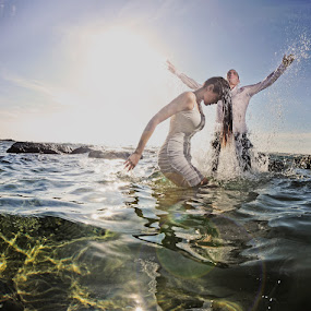 Splash by Victor Vertsner - Wedding Bride & Groom