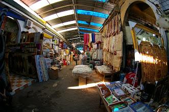 Photo: Intérieur du Souk de Lo9ri3a