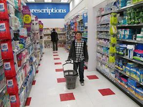 Photo: ¡Felicez comprando tranquilamente en el Duane Reade!