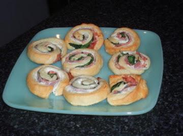 Cheesy Spinach Pinwheels Recipe