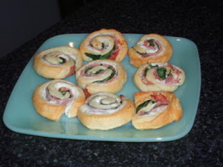 Cheesy Spinach Pinwheels Recipe