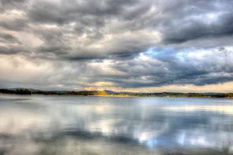 Photo: Der April macht was er will und bedeckt den Singliser See von oben und unten mit Wolken. #365tageinsew www.ur-sew.de/365tage (c) Patrick Schrammel