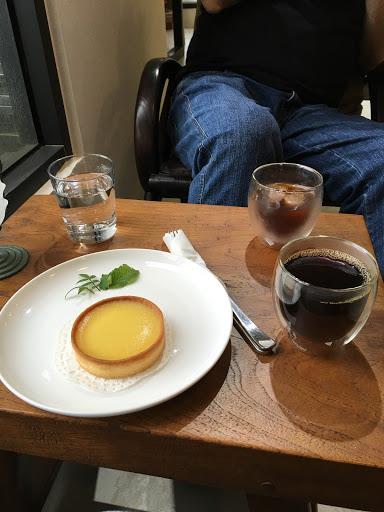 老板是2012咖啡杯測台灣區冠軍和2016年烘豆亞軍,店內都會有3-4款自己烘的咖啡豆可以品嚐 環境也很舒服喲!