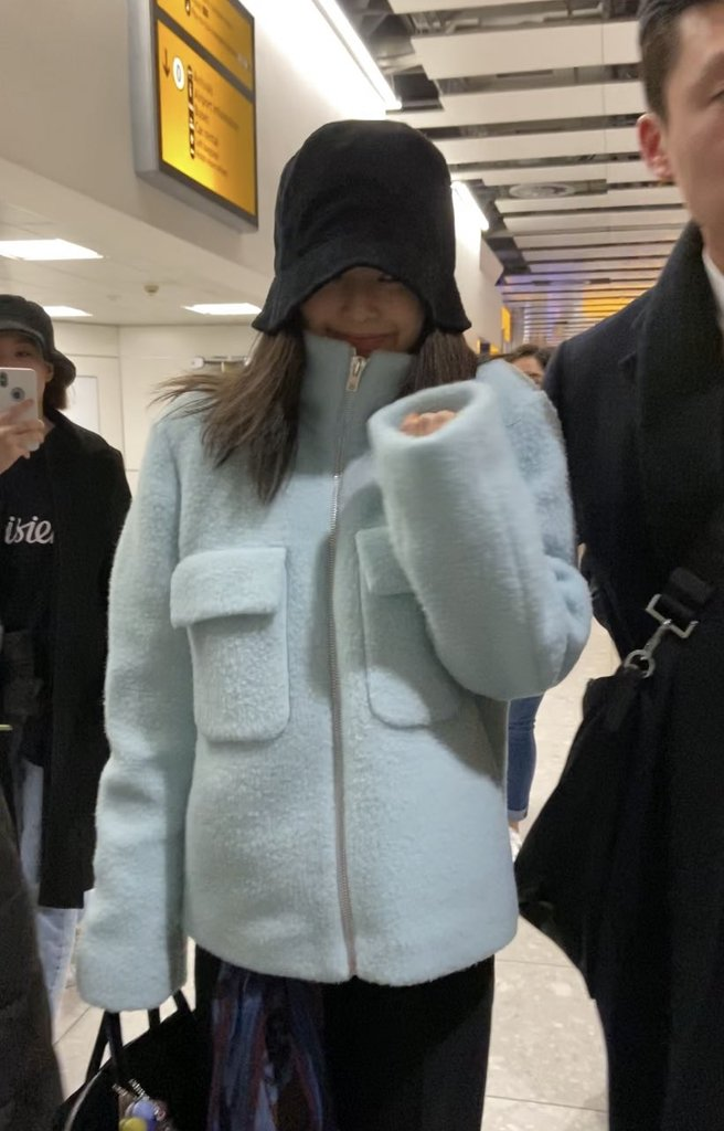 kpopwinterfashion_shearling_jennie