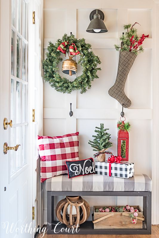 Christmas Entryway Wall Decor Ideas