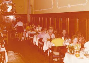 Photo: Turistit ruokailee Odessa hotellissa.