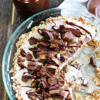 Peanut Butter Pretzel Ice Cream Pie