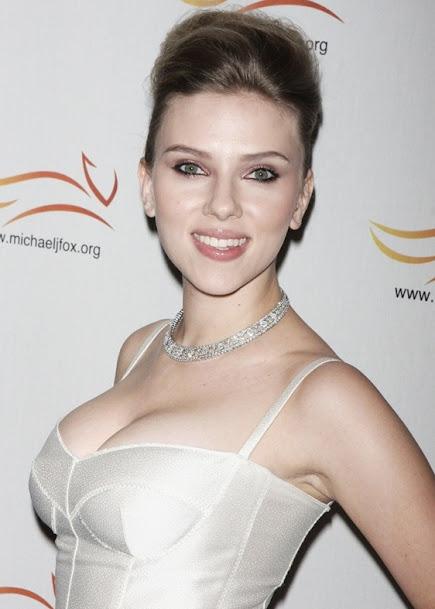 Scarlett Johansson in white gown, Scarlett Johansson super sexy pics