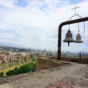 なつかしい風景が心を打つ、ジョージアの首都トビリシを一望する「ナリカラ要塞」