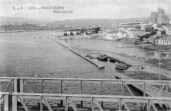 Photo: Moureira de Arriba vista dende a Ponte da Barca. Hoxe estaríamos vendo o clube Naval de Pontevedra cunha morea de barcos atracados.
